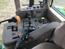 John Deere 6115M - Dispo sur parc avec chargeur